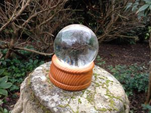 How To Scry – Descry, Hydromancy or Crystal Ball Glazing Workshop